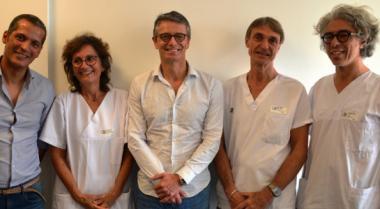 De g. à dr. : le Dr Saidi (chirurgien urologue), Véronique Biche (coordinatrice hospitalière prélèvement et greffe), le professeur Méjean, et les Dr Haidar et Quirin (néphrologues).