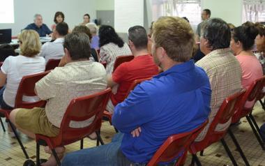 D'autres moyens d'information ont été mis en place à destination de la population de La Tontouta : deux dépliants, un N° vert (05 11 03) et très prochainement, des référents de terrain