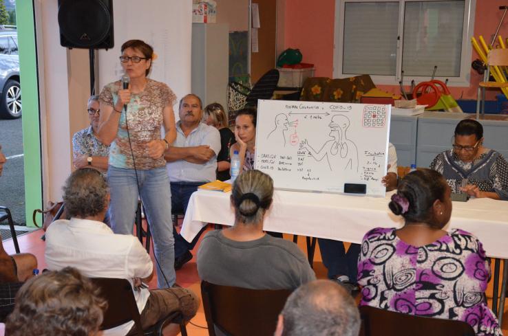 Schéma à l'appui, le Dr Martine Noël, médecin de santé publique à la DASS, a présenté les caractéristiques connues du coronavirus.