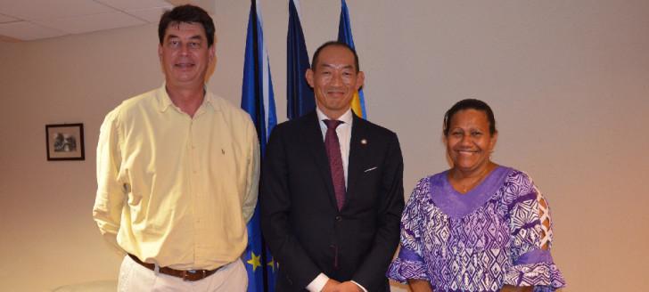 Directeur du bureau Pacifique occidental de l'OMS, le Dr Takeshi Kasai a été reçu au gouvernement par le président Thierry Santa et Valentine Eurisouké, en charge de la santé.