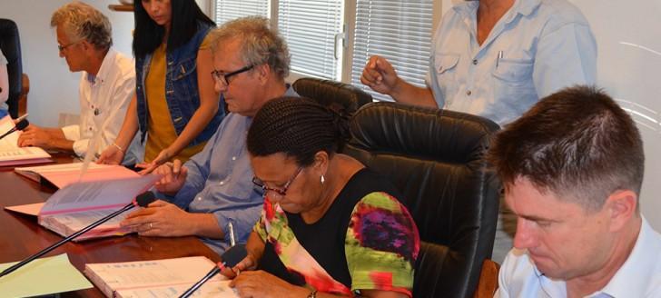De gauche à droite, Vincent Richard  (Institut Pasteur), Tristan Derycke (Ville de Nouméa), Valentine Eurisouké (gouvernement) et Cameron Simmons (Monash University).